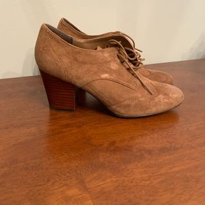 Isola suede lace up shoes with heel 7.5